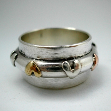 Thick ring with 3 colour hearts