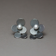 Oxidised 5 circles earrings with pearl