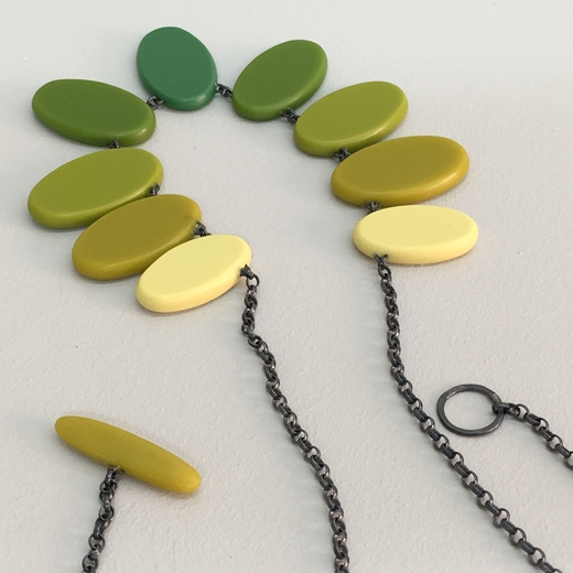 Ombré ovals necklace (reverse)