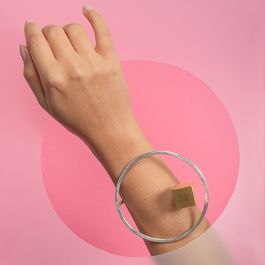Levitate bangle with brass cube