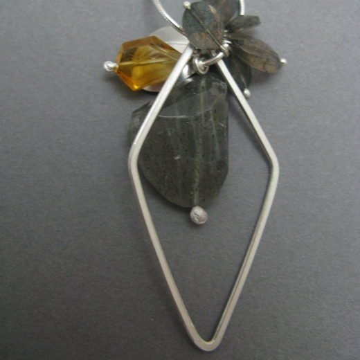 back of Snow petal & Diamond loop pendant