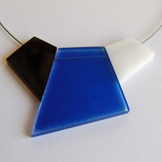 blue fragments necklace close up