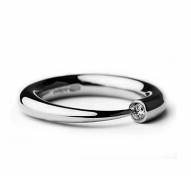 Narrow tapering silver wiggly ring