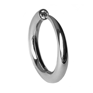 Tapering silver ring with 10pt diamond