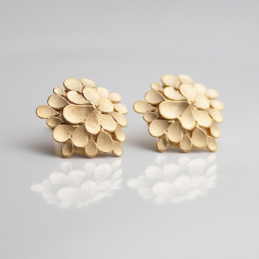 Dahlia asymmetrical gold-plated earrings-1