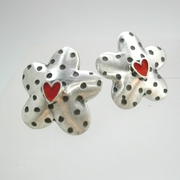 Dotty daisy earrings with red hearts