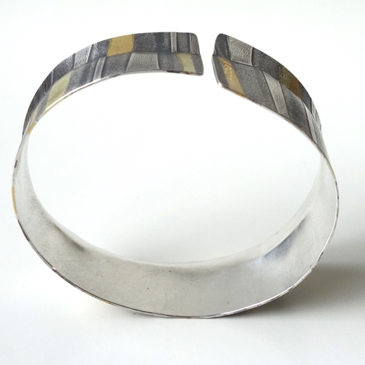 showing oval shape of cuff