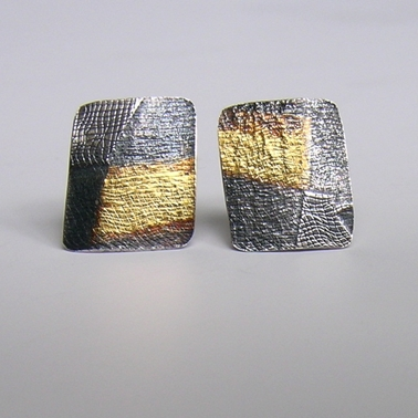 Seamed-Stripe ear studs