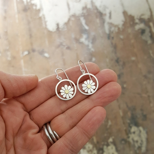 Daisy and circle earrings