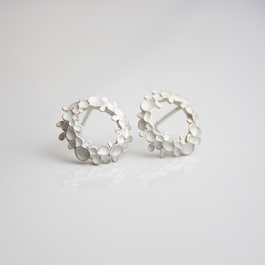 Floral wreath medium silver earrings-1
