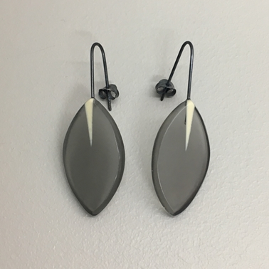 Drop leaf line earrings
