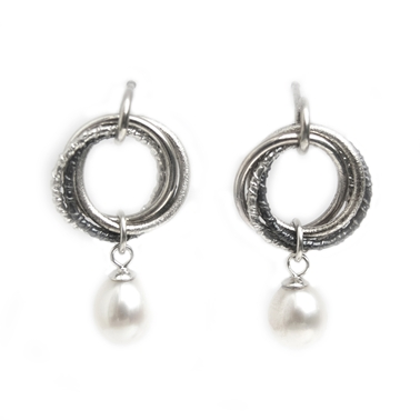 Russian loop earrings with pearl