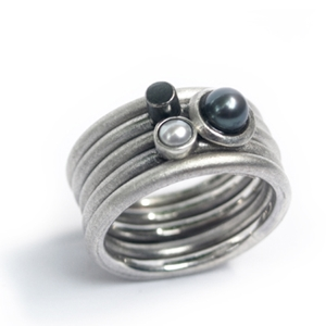 Silver pearl ring set
