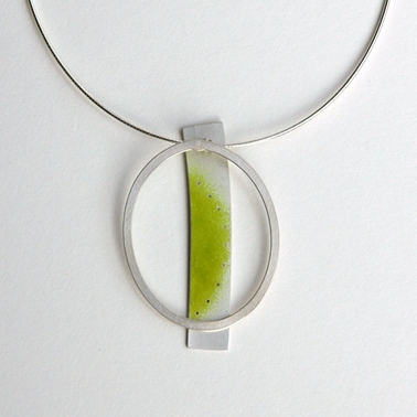 Green and looping necklace