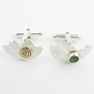 Halved disc cufflinks