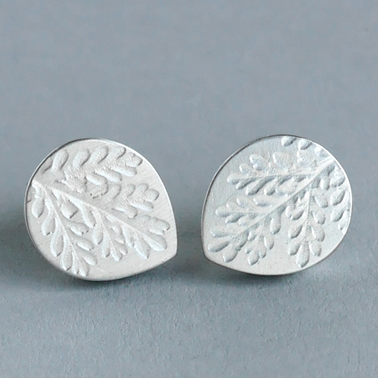 Hollow fern teardrop stud