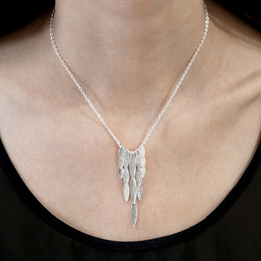 waterfall necklace model