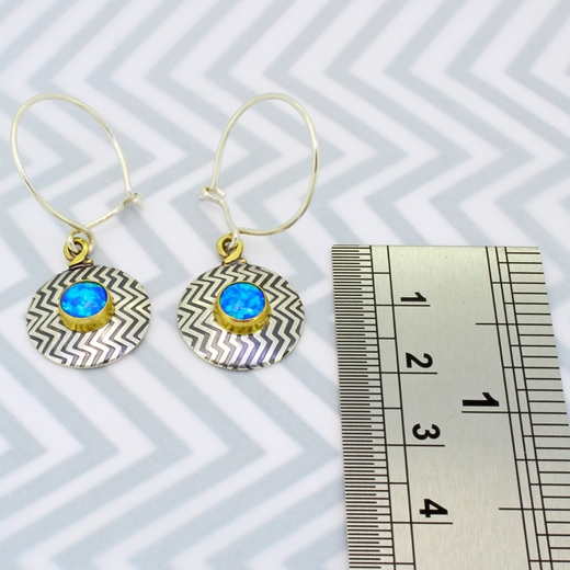 Zigzag earrings, ruler