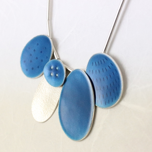 Cluster 5 necklace blue