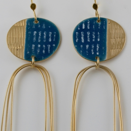Detail of Islands e/r in blue and gold plated silver