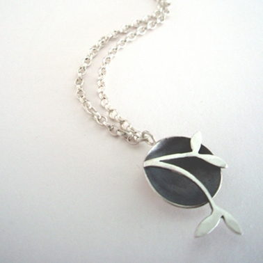 Domed necklace with leaf detail