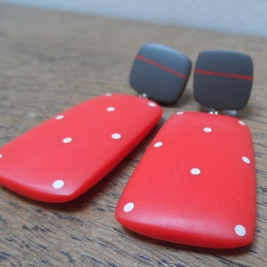 detail red rectangle earrings