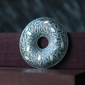 Brooch No.3, leaf pattern doughnut shape, 1