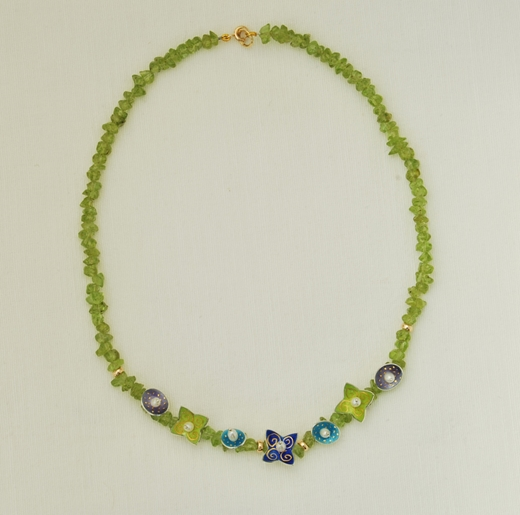 Peridot Necklace 7 drops Full image