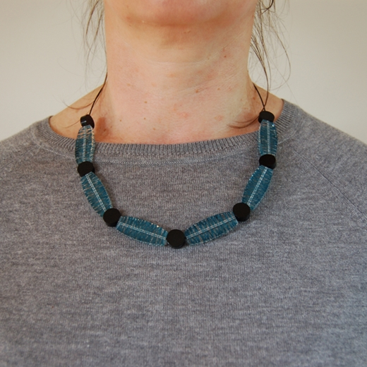 model wired necklace jade