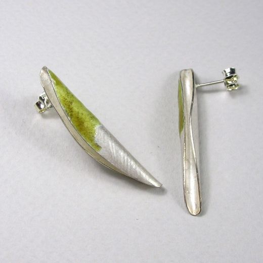 Quill olive enamel stud
