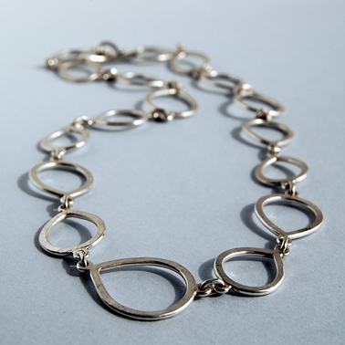 Teardrop chain link necklace