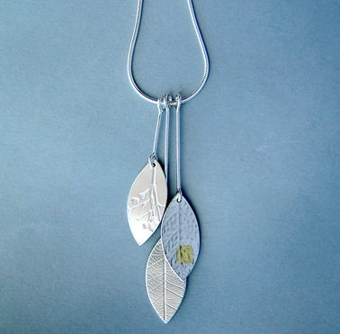 3 leaf on wire pendant