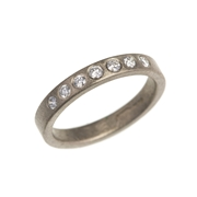 18ct white gold ring with diamonds