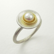 Silver and 18ct yellow gold double cup ring with fresh water pearl