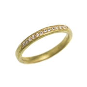 Hammered 18ct yellow gold wedding ring with grain set diamonds