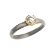 18ct white and yellow gold ring with 40 point diamond
