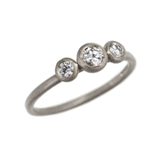 18ct white gold graduated 3 stone diamond ring