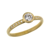 18ct yellow gold and diamond ring with diamond grain set shoulders