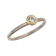 18ct white and yellow gold ring with diamond