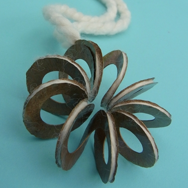 Flower twist pendant