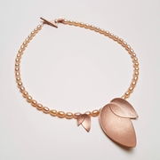 Fritelli rose pearl necklace