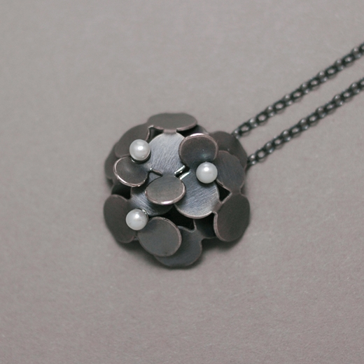 Small flower wrapping pendant with pearl