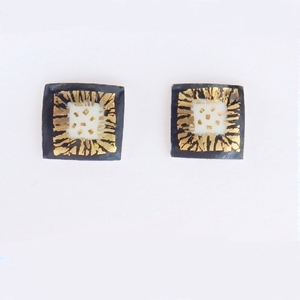 Small square earrings Black / white