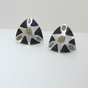 Triangular etched earring Black/grey