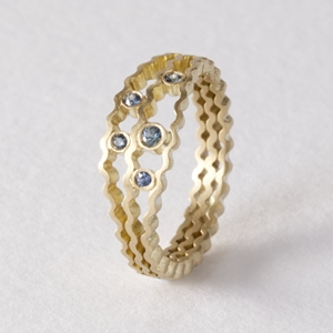 Strata blue sapphire ring - 9ct gold -- by Clara Breen