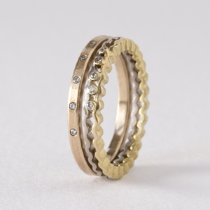 Strata ringset gold and diamonds- by Clara Breen