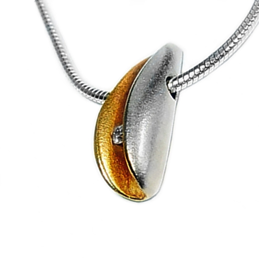 Small side facing silver shell pendant