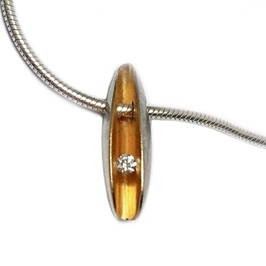 Small front diamonf pendant