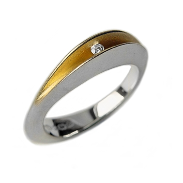 partially split 3pt diamond ring