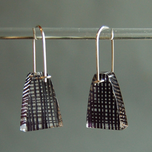 weave black short drop earrings 02